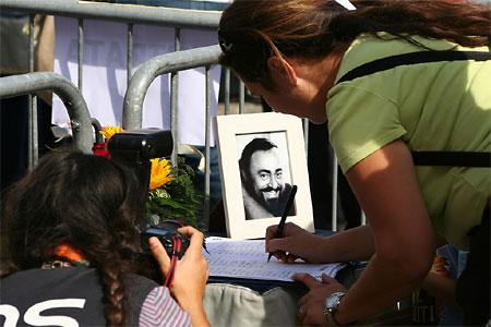 pavarotti_450.jpg